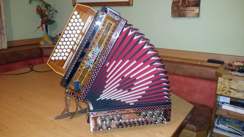 Steirische Harmonika, Strasser