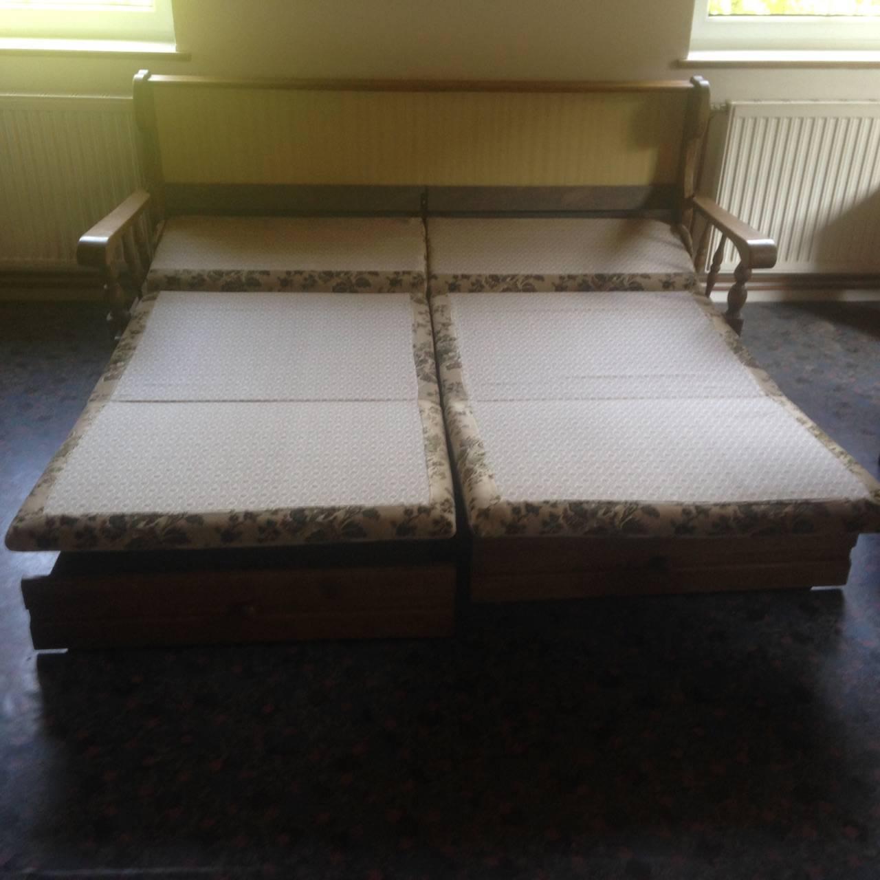 Wohnzimmer, Stube, Stüberl mit Schrank und Sitzgarnitur