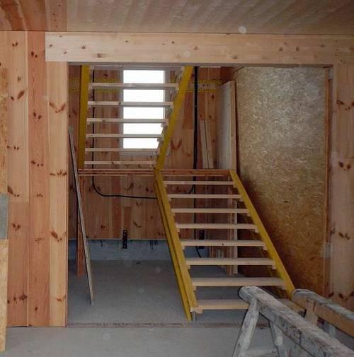 massive treppe stiege aus holz z b f r baustelle etc. Black Bedroom Furniture Sets. Home Design Ideas