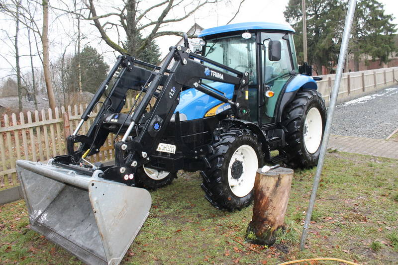 traktor new holland td5010 mit frontlader trima. Black Bedroom Furniture Sets. Home Design Ideas