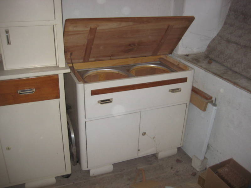 alte kredenz waschtisch massivholzkasten keramikk chenuhr. Black Bedroom Furniture Sets. Home Design Ideas