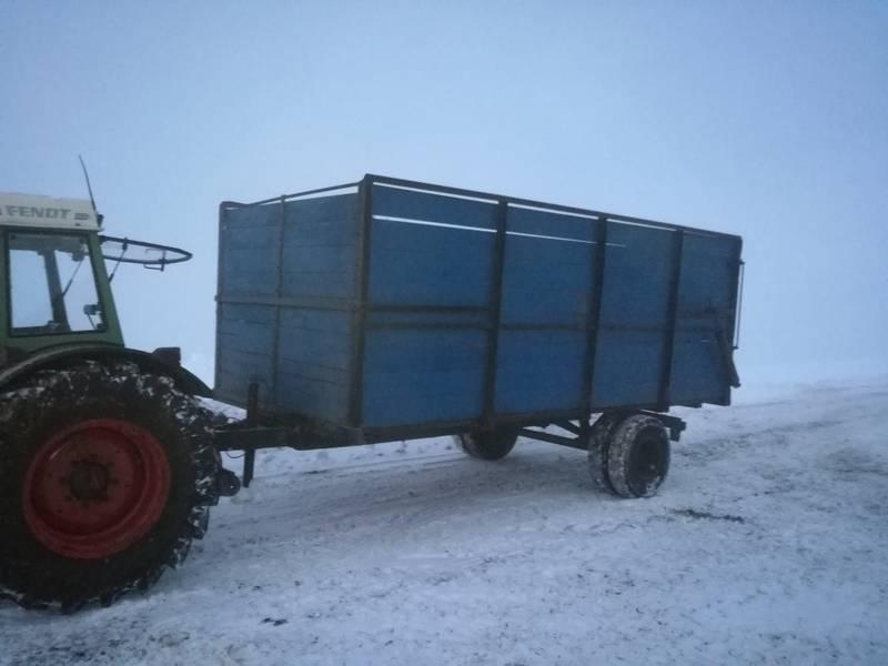 zwei viehanh nger f r traktor zu verkaufen. Black Bedroom Furniture Sets. Home Design Ideas