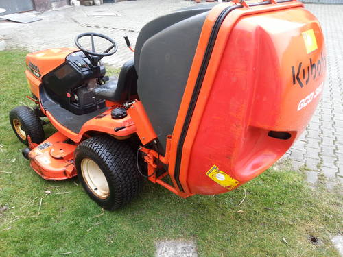 kubota tg1860 rasenm her traktor ev mit schneepflug streuer. Black Bedroom Furniture Sets. Home Design Ideas