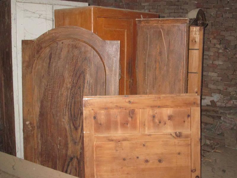 alte m bel. Black Bedroom Furniture Sets. Home Design Ideas