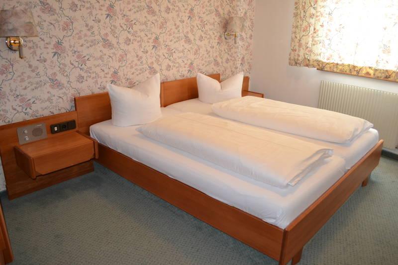 komplette einrichtung eines apartments. Black Bedroom Furniture Sets. Home Design Ideas
