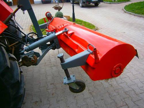 kehrmaschine f r traktor. Black Bedroom Furniture Sets. Home Design Ideas