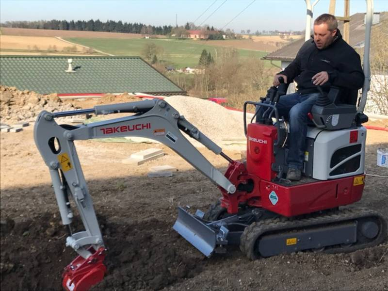 vermiete bagger minibagger microbagger takeuchi tb210. Black Bedroom Furniture Sets. Home Design Ideas