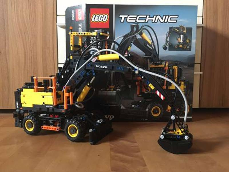 lego technic volvo bagger mit power functions. Black Bedroom Furniture Sets. Home Design Ideas