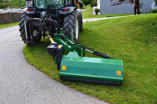 traktor mulcher motorm her rundballengabel. Black Bedroom Furniture Sets. Home Design Ideas