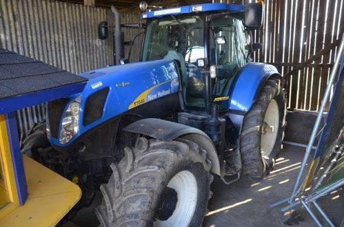 traktor new holland t7040 zu verkaufen. Black Bedroom Furniture Sets. Home Design Ideas