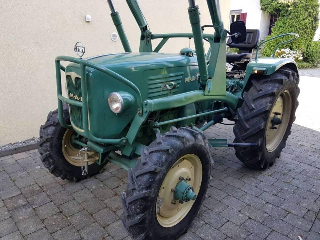 traktor man 4 l 1 allrad mit frontlader. Black Bedroom Furniture Sets. Home Design Ideas