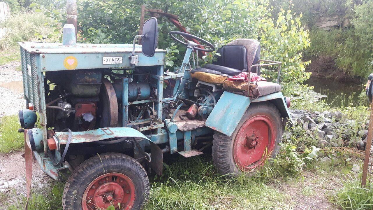 traktor mit m hbalken. Black Bedroom Furniture Sets. Home Design Ideas