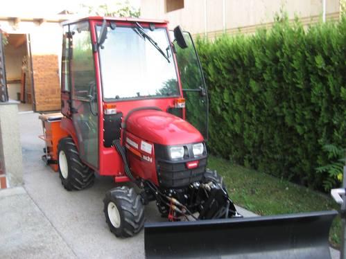 kompakt traktor shibaura sx24 mit beheizbarer kabine. Black Bedroom Furniture Sets. Home Design Ideas