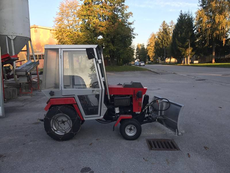 hako traktor mit schneepflug. Black Bedroom Furniture Sets. Home Design Ideas