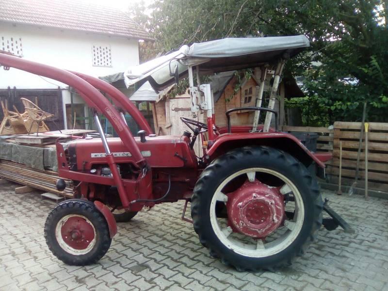 mc cormick ihc traktor d 326. Black Bedroom Furniture Sets. Home Design Ideas