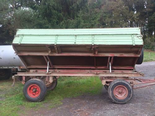 Traktoranhänger / Anhänger / Gummiwagen zu verkaufen