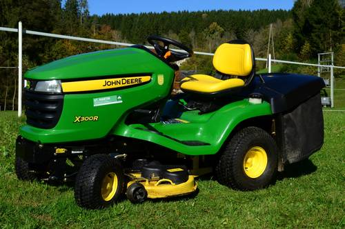 verkaufe rasentraktor john deere x300r. Black Bedroom Furniture Sets. Home Design Ideas