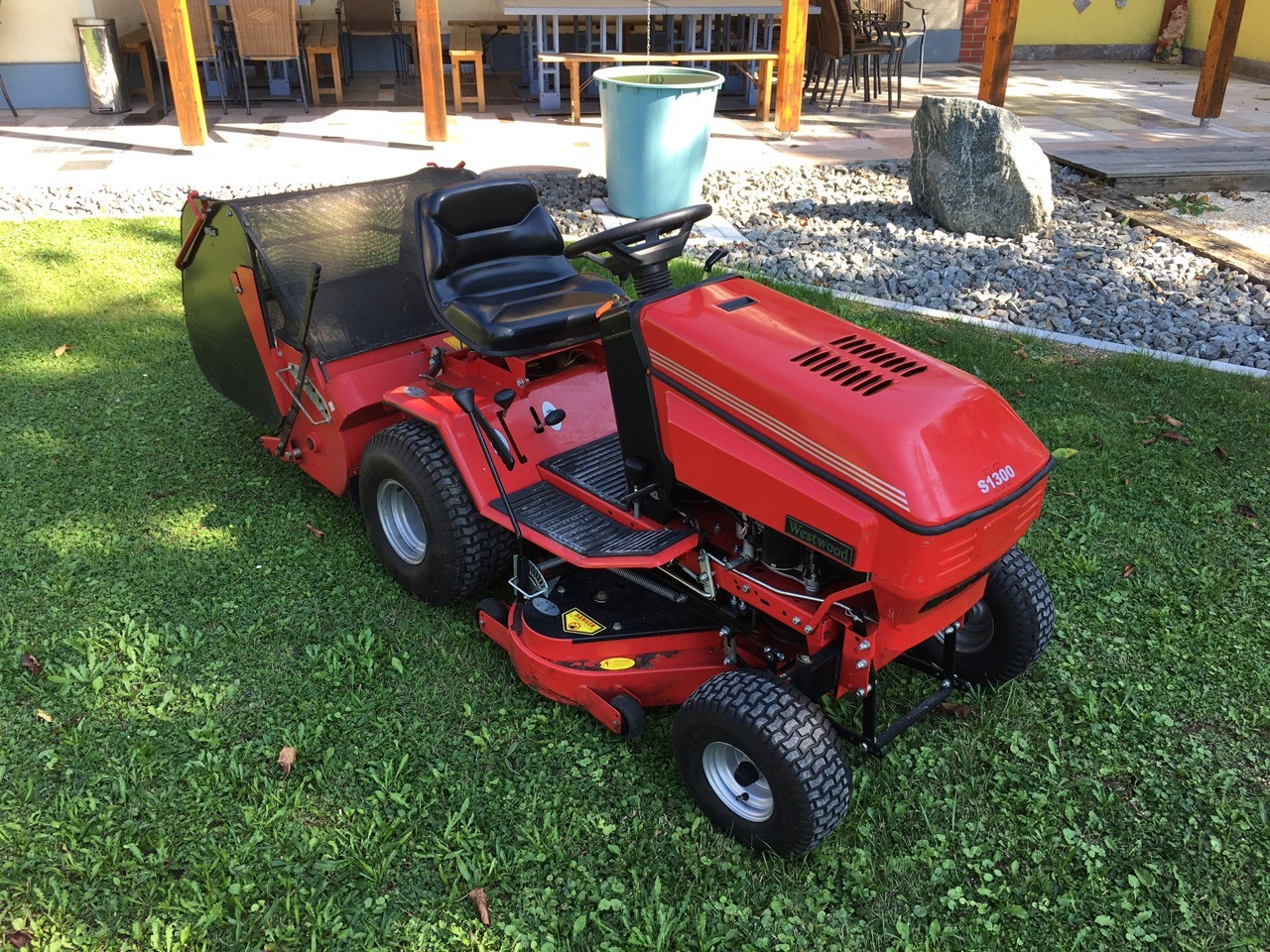 westwood s1300 traktor rasenm her. Black Bedroom Furniture Sets. Home Design Ideas