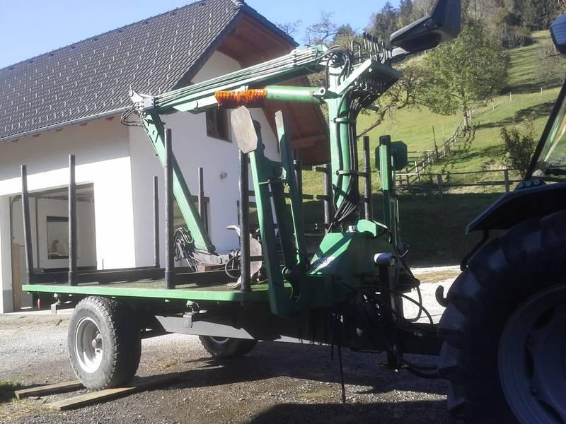 Rückewagen Mit Kran Von Terrmacch
