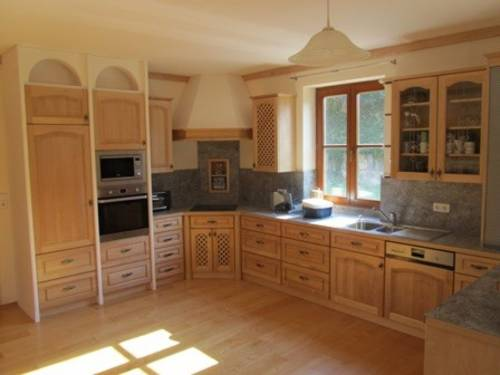 Holzküchen, Innentüren und Holztreppen nach Maß!