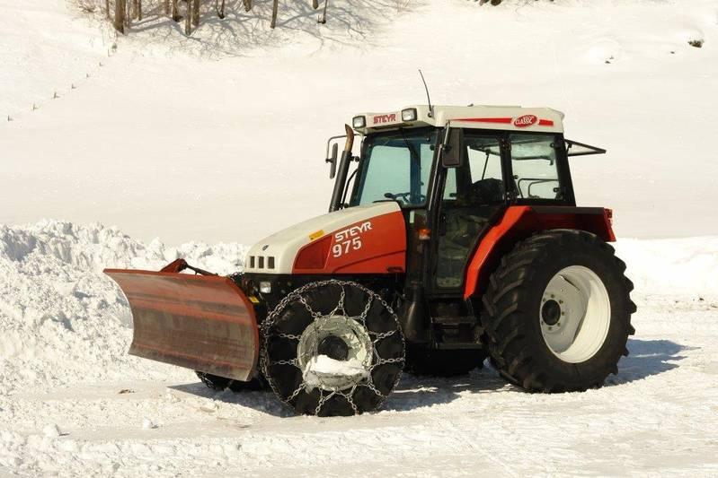 Stabiler Schneeschieber für Traktor
