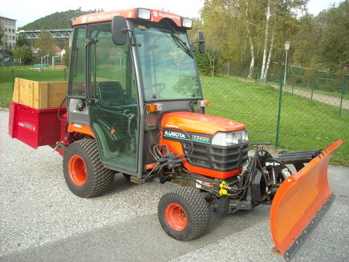 kubota bx 2200 traktor salzstreuer schneeschild kippmulde. Black Bedroom Furniture Sets. Home Design Ideas